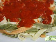 Makaron 3 kolory z włoskim sosem
