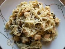 Makaron chow mein z kurczakiem i grzybkami mun