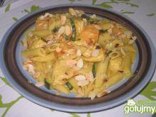 Makaron curry z kurczakiem i melonem