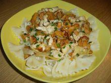 Makaron kokardki z kurkami i kurczakiem