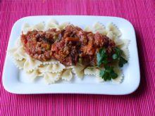 Makaron kokardki z mięsem i warzywami