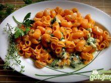 Makaron kolanka w sosie serowo-ziołowym