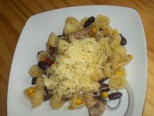 Makaron muszelki z pieczarkami,papryką i kukurydzą