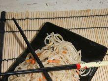 Makaron na chiński sposób z warzywami