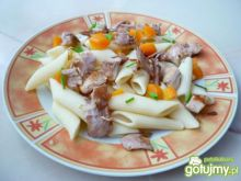 Makaron penne z mięsem i warzywami