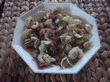 Makaron podsmażany z szynką i ziołami
