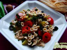 Makaron razowy kokardki  z warzywami