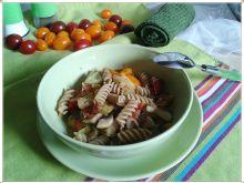 Makaron razowy z patisonem i kolorowymi pomidorkam