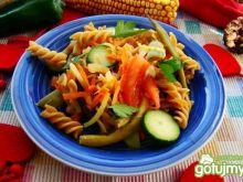 Makaron razowy z warzywami i serem