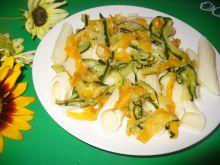 Makaron rurki  z duszoną marchewką i cukinią
