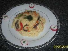 Makaron ryżowy z mieszanką chińską