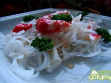 Makaron ryżowy z sosem chili i krabem