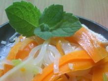 Makaron ryżówy z warzywami.