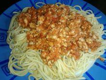 Makaron spagetti z sosem mięsnym