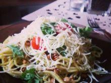 Makaron spaghetti z pesto i słonecznikiem