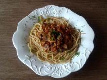 Makaron spaghetti z pieczarkami i pomidorami