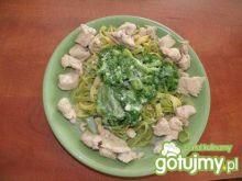 Makaron szpinakowy z brokułami