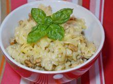 Makaron w kremowym sosie z orzechami włoskimi