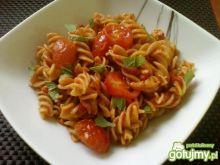 Makaron w pikantnym sosie pomodorowym