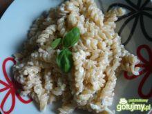 Makaron w sosie czosnkowym z mozzarellą