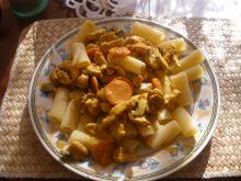 Makaron w sosie kurkumowym