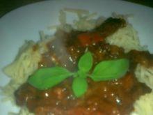 Makaron w sosie z kiełbasy i papryki