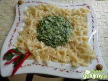 Makaron w zielonym sosie
