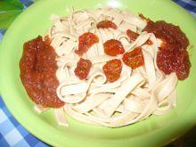 Makaron wstążki z sosem i pomidorkami suszonymi