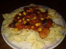 Makaron z a'la gulaszem warzywno-mięsnym