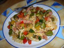 Makaron z bobem i warzywami