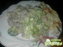 Makaron z brokułami i camembertem