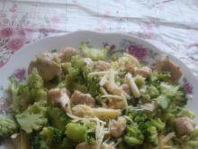 Makaron z brokułami i kurczakiem