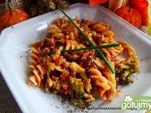 Makaron z brokułem i mięsem mielonym