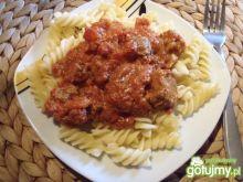 Makaron z gulaszem na pomidorowo