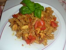 Makaron z indykiem, papryką i curry