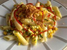 Makaron z jajkiem i kukurydzą