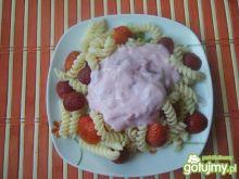 Makaron z jogurtem i truskawkami
