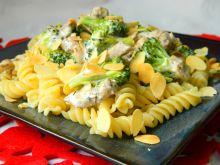 Makaron z kurczakiem i migdałami