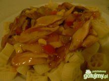 Makaron z kurczakiem w słodkim sosie