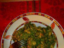 Makaron z kurczakiem w szpinakowym sosie