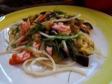 Makaron z łososiem i grillowanym bakłażanem