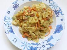 Makaron z masłem orzechowym i warzywami