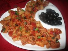 Makaron z oliwkami i kaparami
