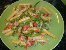 Makaron z parówkami i warzywami