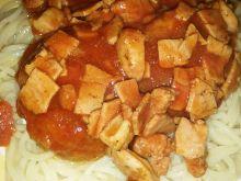 Makaron z pieczarkami i kiełbasą w sosie