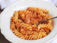 Makaron z pomidorami i tuńczykiem
