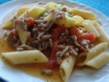 Makaron z pomidorami i ziołami prowansalskimi