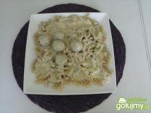 Makaron z pulpecikami w sosie serowym