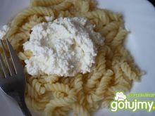 Makaron z serem białym.