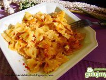 Makaron z serem i suszonymi pomidorami